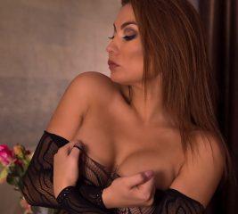 jeniffer has huge boobs